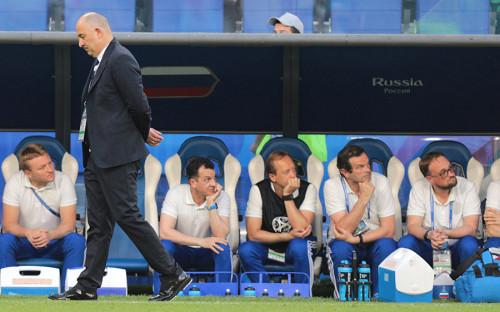 Первый гол команда Уругвая забила со штрафного. На 11-й минуте Луис Суарес отправил мяч в ворота России.