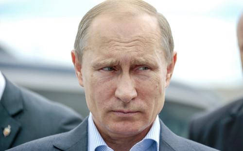 """<p><strong>Владимир Путин, п</strong><strong style=""""line-height: 1.6;"""">резидент России</strong></p>  <p>&laquo;В последние месяцы показатель смертности стабилизировался,&nbsp;но, к&nbsp;сожалению, даже немного вырос. В&nbsp;чем причины? Увеличение продолжительности жизни изменило так называемую структуру населения, о&nbsp;чем я&nbsp;уже упоминал. Выросла доля граждан пожилого возраста. По&nbsp;расчетам специалистов, это оказало непосредственное влияние на&nbsp;динамику смертности. Естественно, что люди пожилого возраста из&nbsp;жизни уходят гораздо чаще, чем молодые люди, люди трудоспособного возраста,&nbsp;&mdash; разница в&nbsp;разы&raquo;</p>"""