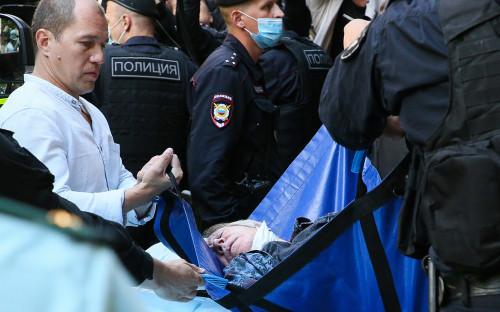 Михаил Ефремов (в центре)