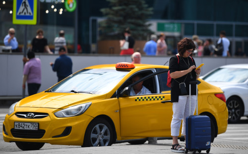 К проверке прав водителей предложили допустить таксопарки и агрегаторы