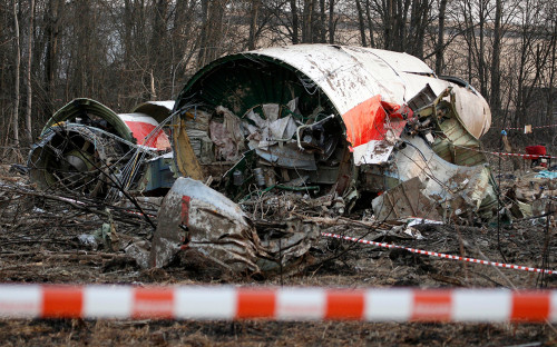 Обломки самолета польского президента Леха Качиньского, разбившегося в апреле 2010 года