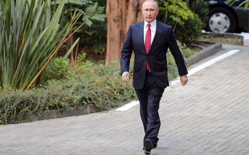 """<p>Президент России</p>  <p><strong>Количество участий в предыдущих президентских кампаниях: </strong>3</p>  <p><strong>Возраст:</strong> 65 лет</p>  <p><em>Уже подал документы для регистрации в ЦИК</em></p>  <p>Действующий президент страны <a href=""""https://www.rbc.ru/politics/06/12/2017/5a26966b9a7947806620528c"""">объявил</a> о своем намерении в четвертый раз принять участие в выборах главы государства 6 декабря на встрече с работниками автозавода ГАЗ в Нижнем Новгороде. 14 декабря в ходе ежегодной большой пресс-конференции Путин <a href=""""https://www.rbc.ru/politics/14/12/2017/5a3243499a79473495111714"""">уточнил</a>, что пойдет на выборы как самовыдвиженец. Также он <a href=""""https://ria.ru/politics/20171214/1510901592.html"""">отметил</a>, что предвыборная программа у него &laquo;практически уже есть&raquo;, но формат пресс-конференции не предназначен для ее представления. Решение о том, кто возглавит предвыборный штаб действующего главы государства, пока <a href=""""http://tass.ru/politika/4820963"""">не принято</a>.</p>"""