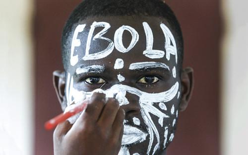 """<p><span style=""""color:#800000;""""><span style=""""font-size:16px;""""><strong>Болезнь, вызванная вирусом Эбола</strong></span></span></p>  <p>&nbsp;</p>  <p><strong>Описание и симптомы:&nbsp;</strong>Болезнь, вызванная вирусом Эбола (ранее известная под названием геморрагической лихорадки Эбола), представляет собой тяжелое, и нередко смертельное заболевание с коэффициентом смертности, доходящим до 90%. Этому заболеванию подвержены люди и приматы. Происхождение вируса не установлено, однако на основании имеющихся данных считается, что вероятным хозяином вируса Эбола являются крыланы (Pteropodidae). В рамках текущей вспышки болезни в Западной Африке большинство случаев инфицирования людей произошло в результате передачи инфекции от человека человеку.</p>  <p>Первыми симптомами заражения являются внезапное появление лихорадки, мышечные боли, головная боль и боль в горле. За этим следуют рвота, диарея, сыпь, нарушения функций почек и печени и, в некоторых случаях, как внутренние, так и внешние кровотечения.</p>  <p>&nbsp;</p>  <p><strong>Распространение:&nbsp;</strong>Впервые вспышки Эбола&nbsp;были отмечена в 1976 году в Демократической Республике Конго и Судане. С 23 марта 2014 года, когда Всемирная организация здравоохранения (ВОЗ) официально сообщила о вспышке болезни, вызванной вирусом Эбола&nbsp;в Гвинее, организация была извещена, в общей сложности, о 5843 случаях заболевания и 2803 случаях смерти, это больше чем во всех остальных вспышках вместе взятых.</p>  <p>&nbsp;</p>  <p><strong>Прогресс:&nbsp;</strong>Апробированного лечения БВВЭ пока не существует. Лицензированных вакцин пока нет, однако 2 потенциальные вакцины проходят тестирование на безопасность для людей.</p>"""