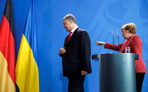 Петр Порошенко и Ангела Меркель (справа)