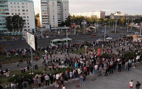 Участники акции в поддержку задержанных и пострадавших во время протестов