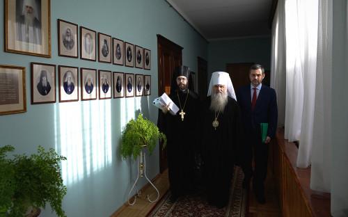 МитрополитВарсонофий (в центре) и Владимир Легойда (справа)