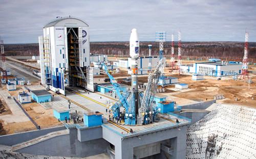 <p>Вывоз ракеты &laquo;Союз-2.1а&raquo; на&nbsp;стартовый комплекс космодрома Восточный, 23 апреля 2016 года</p>