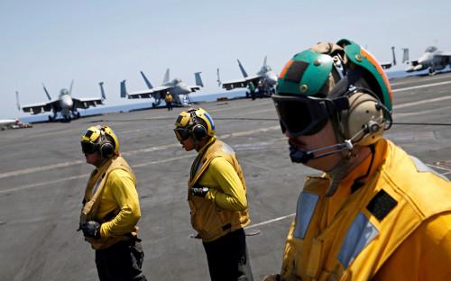 <p>Ударная группа ВМС США отправилась на Ближний Восток в связи с появившимися сообщениями о возможной химической атаке в Сирии. Корабли во главе с авианосцем &laquo;Гарри Трумэн&raquo; вышли в поход с военно-морской базы в Норфолке, штат Вирджиния.</p>