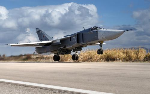 Бомбардировщик Су-24на авиабазе Хмеймим. 20 января 2016 года