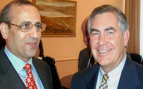 <p>10 апреля 2002 года. Встреча в Москве министра энергетики Игоря Юсуфова (на фото слева, занимал пост министра в 2001&ndash;2004 годах)&nbsp;и Рекса Тиллерсона, который на тот момент был старшим&nbsp;исполнительным&nbsp;вице-президентом ExxonMobil.&nbsp;</p>  <p>&laquo;По итогам этой встречи и я как министр энергетики, и &nbsp;Тиллерсон сделали все возможное, чтобы состоявшийся в октябре 2002 года Первый российско-американский деловой энергетический саммит прошел успешно: именно на нем впервые была сформулирована доктрина взаимодействия двух великих держав в области энергетики&raquo;, &mdash;&nbsp;рассказал Юсуфов&nbsp;РБК.</p>  <p></p>