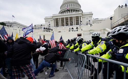 В США арестовали похитителя кафедры Пелоси из Капитолия
