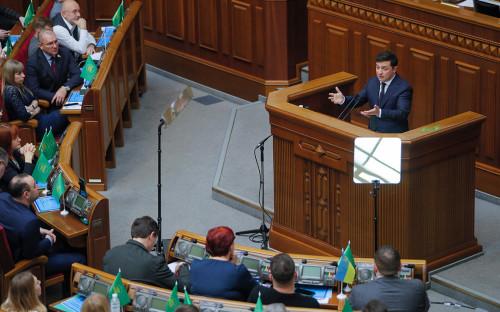 <p>Владимир Зеленский во время внеочередного заседания Верховной рады</p>