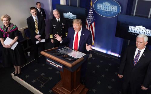 Дональд Трамп выступает на ежедневном брифинге по коронавирусу в Белом доме<br /> &nbsp;