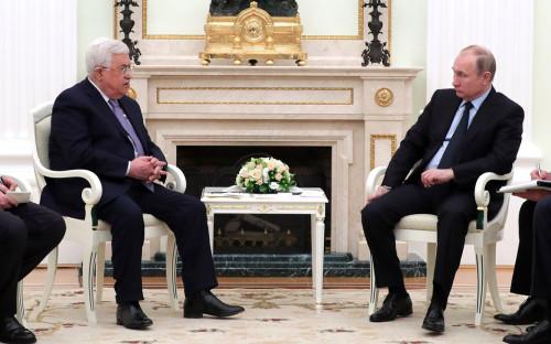 Махмуд Аббас (слева) иВладимир Путин