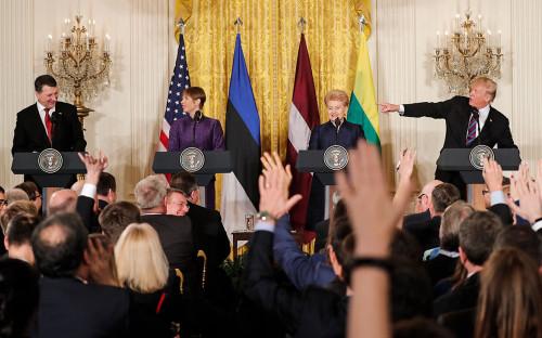 РаймондВейонис,Керсти Кальюлайд,Дали ГрибаускайтеиДональд Трамп(слева направо)