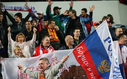 Болельщики сборнойРоссии на стадионе в Подгорице