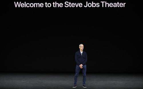 Презентация компании прошла в новом кампусе Apple Park, который располагается в калифорнийской Кремниевой долине, в городе Купертино. Тим Кук, нынешний глава Apple, начал презентацию со слов: «Не проходит и секунды, чтобы я не подумал, что эту презентацию должен проводить Стив. К слову, зал кампуса, в котором проходит сегодняшнее событие, называется «Театр Стива Джобса». «Мы посвящаем этот театр Стиву. Сегодня, как и всегда, мы чтим его», — сказал Тим Кук.