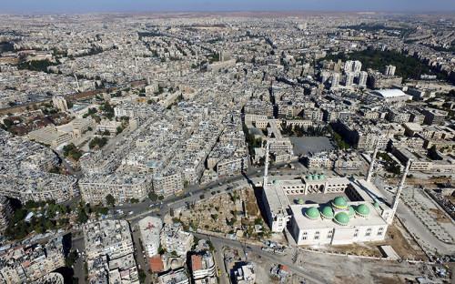 <p>Город Алеппо&nbsp;&mdash;&nbsp;один из&nbsp;крупнейших городов Сирии&nbsp;&mdash;&nbsp;находится на&nbsp;севере одноименной провинции. До начала войны в&nbsp;городе проживали&nbsp;2,4 млн человек. К 2016 году в&nbsp;Алеппо осталось около&nbsp;300&nbsp;тыс. жителей.<br /> <br /> &nbsp;</p>