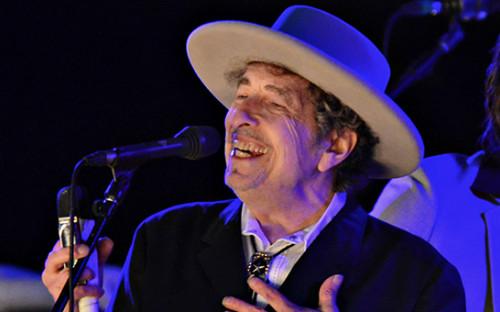 <p>Боб Дилан во время выступления на музыкальном фестивале, май 2016 года</p>  <p></p>