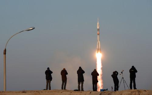 Старт ракеты-носителя «Союз-ФГ» с пилотируемым кораблем с Байконура