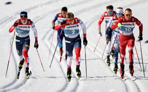На переднем плане— Йоханнес Клэбо, Эрик Валнес и Александр Большунов (слева направо)
