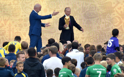 <p>Владимир Путин на церемонии старта тура Кубка ЧМ-2018. Москва, &laquo;Лужники&raquo;. 9 сентября 2017 года</p>