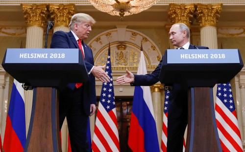 Дональд Трамп и Владимир Путин во время пресс-конференции в Хельсинки.