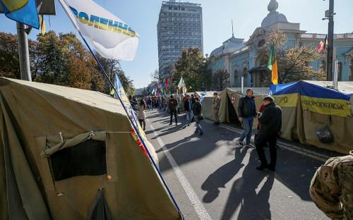 <p>17 октября у здания Верховной рады в Киеве прошла антикоррупционная акция протеста, в которой приняли участие более 2 тыс. человек. Они выступали за отмену депутатской неприкосновенности, изменение избирательного законодательства и создание специального антикоррупционного суда.</p>