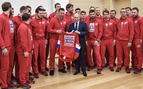 """<p>31 января 2018 года в учебно-тренировочном центре &laquo;Новогорск&raquo; Владимир Путин встретился со спортсменами, которые представят Россию на Олимпиаде в Пхёнчхане. Он <a href=""""https://www.rbc.ru/society/31/01/2018/5a71b8f59a794763ee2dff83"""">извинился</a> перед ними за то, что власти страны не сумели уберечь их от давления извне: &laquo;Все мы очень хорошо знаем, а вы лучше, чем кто-либо другой, как тяжело достаются победы в современном спорте высоких достижений, чего они стоят, сколько труда для этого нужно приложить. Вдвойне сложнее, когда спорт перемешивается с какими-то явно не свойственными и чуждыми спорту событиями, явлениями, с наносными обстоятельствами, с политикой или еще чем-то. Но втройне тяжелее, когда в стране в этой связи складывается такая сложная общественная оценка, звучат самые разные, порой противоположные мнения на этот счет, и это создает совсем тяжелые условия для достижения результата. Простите нас за то, что мы не смогли вас от этого оградить&raquo;.</p>"""