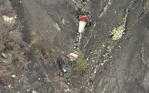 Обломки пассажирского самолета Airbus A320авиакомпании Germanwing