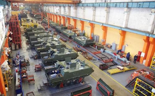 Сборка бронетранспортеров БТР-МДМ «Ракушка» в цехе Курганского машиностроительного завода в Кургане