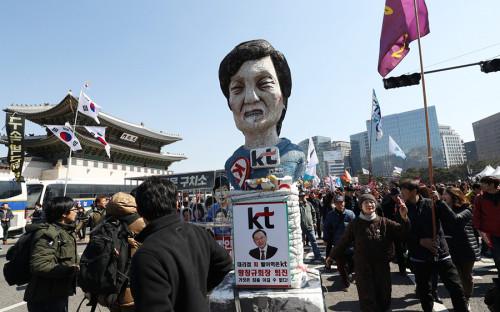 Противники президента Южной Кореи ждут решение Конституционного суда обимпичменте Пак КынХе