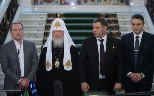 Виктор Медведчук, патриарх Кирилл, Александр Захарченко и Леонид Пасечник (слева направо)