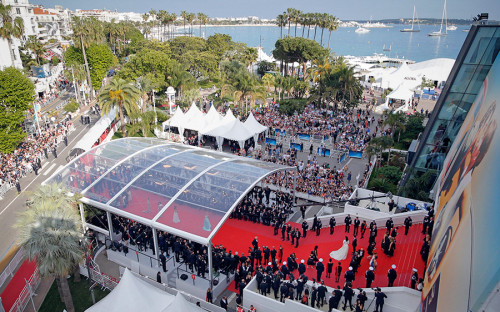 Международный кинофестиваль открылся на Лазурном Берегу во французских Каннах