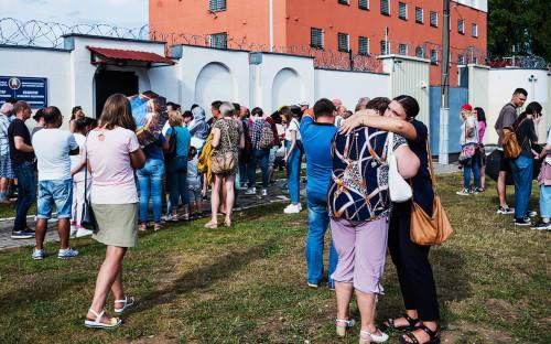 Обстановка перед следственным изолятором в Минске, Белоруссия