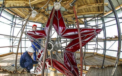"""<p><span style=""""font-size:18px;""""><strong>Спасская и&nbsp;пять других башен Московского Кремля, включая&nbsp;реставрацию часов и&nbsp;рубиновых звезд</strong></span></p>  <p><em>Стоимость: <strong> </strong> <span style=""""color:#800000;""""><strong>870 млн&nbsp;руб.</strong></span></em></p>  <p><em>Заказчик: войсковая часть №48405</em></p>  <p><em>Генподрядчик: <strong> </strong> ЗАО &laquo;Балтстрой&raquo;</em></p>  <p><em>Сроки: 2014&ndash;2016&nbsp;гг.</em></p>"""