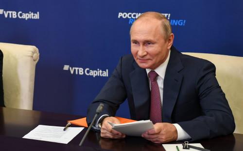 Президент России Владимир Путин в Ново-Огарево во время 12-го инвестиционного форума «ВТБ Капитал» «Россия зовет!» в онлайн-формате
