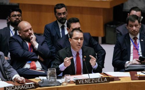 Хорхе Арреаса (в центре)