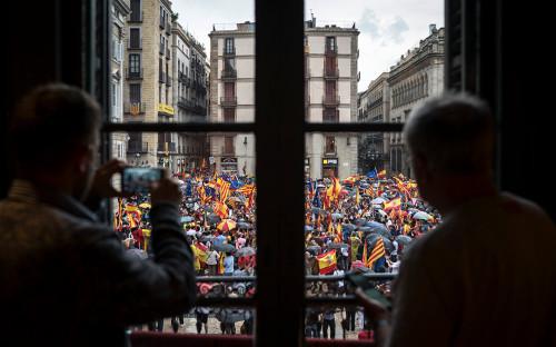 <p>Митинг сторонников единой Испании перед референдумом в Каталонии, 30 сентября 2017 года</p>  <p></p>