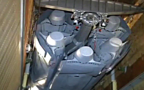Стратегическая крылатая ракета Х-101<strong> </strong>на&nbsp;борту росcийского бомбардировщика Ту-160 перед&nbsp;боевым вылетом для&nbsp;нанесения массированного удара по&nbsp;объектам инфраструктуры&nbsp;ИГ. Удар был нанесен на&nbsp;следующий день после&nbsp;подтверждения версии о&nbsp;теракте на&nbsp;борту самолета с&nbsp;российскими туристами