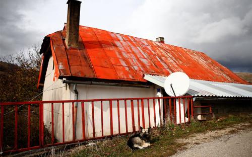 <p>Ратко Младич родился 12 марта 1943 года в семье боснийских сербов в деревне Божиновичи в Боснии и Герцеговине.</p>  <p>Отец Младича был убит на фронте в 1945 году. В конце 1950-х его семья переехала в столицу союзной Югославии Белград.</p>