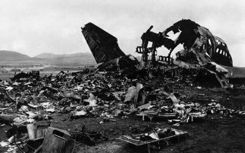 <p>Самолеты B747-206B авиакомпании KLM и&nbsp;B747-121 авиакомпании Pan Am столкнулись на&nbsp;взлетной полосе. Причиной стала ошибочная интерпретация команд диспетчера, которые вызвали неправильные решения экипажа одного из&nbsp;бортов.</p>  <p><strong>Количество жертв: </strong> 583</p>