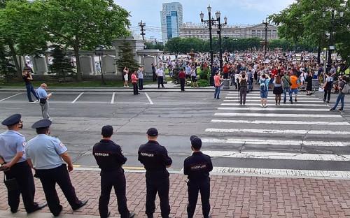 Участники митинга в поддержку губернатора Хабаровского края Сергея Фургала