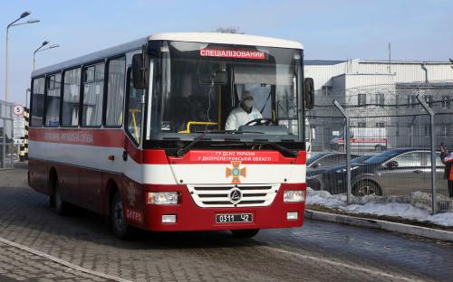 Автобус с эвакуированными из Китая украинцами