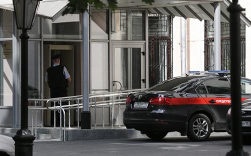 <p>У здания Главного следственного управления СК РФ по&nbsp;Москве, где&nbsp;прошли обыски 19 июля 2016 года</p>  <p></p>