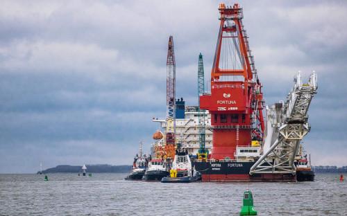 Трубоукладочная баржа «Фортуна» по пути к датскому острову Борнхольм для возобновления строительства «Северного потока - 2»