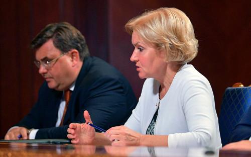 Журналисты засняли на видео беседу Медведева и Мишустина перед заседанием