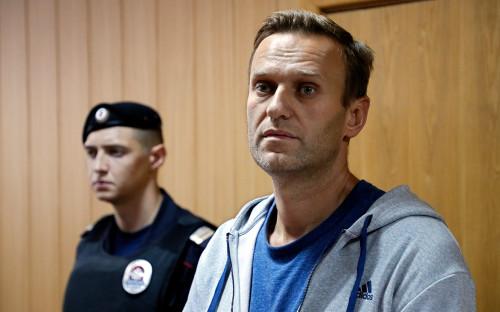 Алексей Навальный (справа)