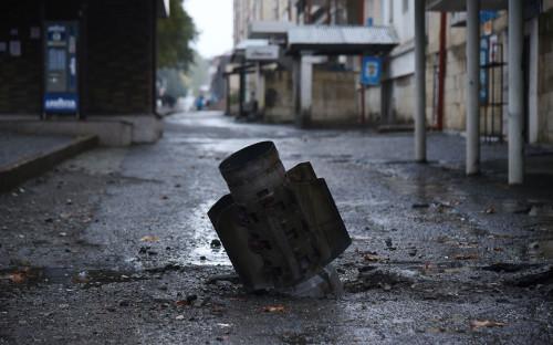 <p>Последствия ракетного обстрела со стороны азербайджанской армии в столице непризнанной Нагорно-Карабахской республики Степанакерте</p>
