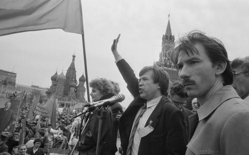 <p>Виктор Анпилов на&nbsp;митинге&nbsp;прокоммунистических движений на Красной площади. 1 мая 1992 года</p>